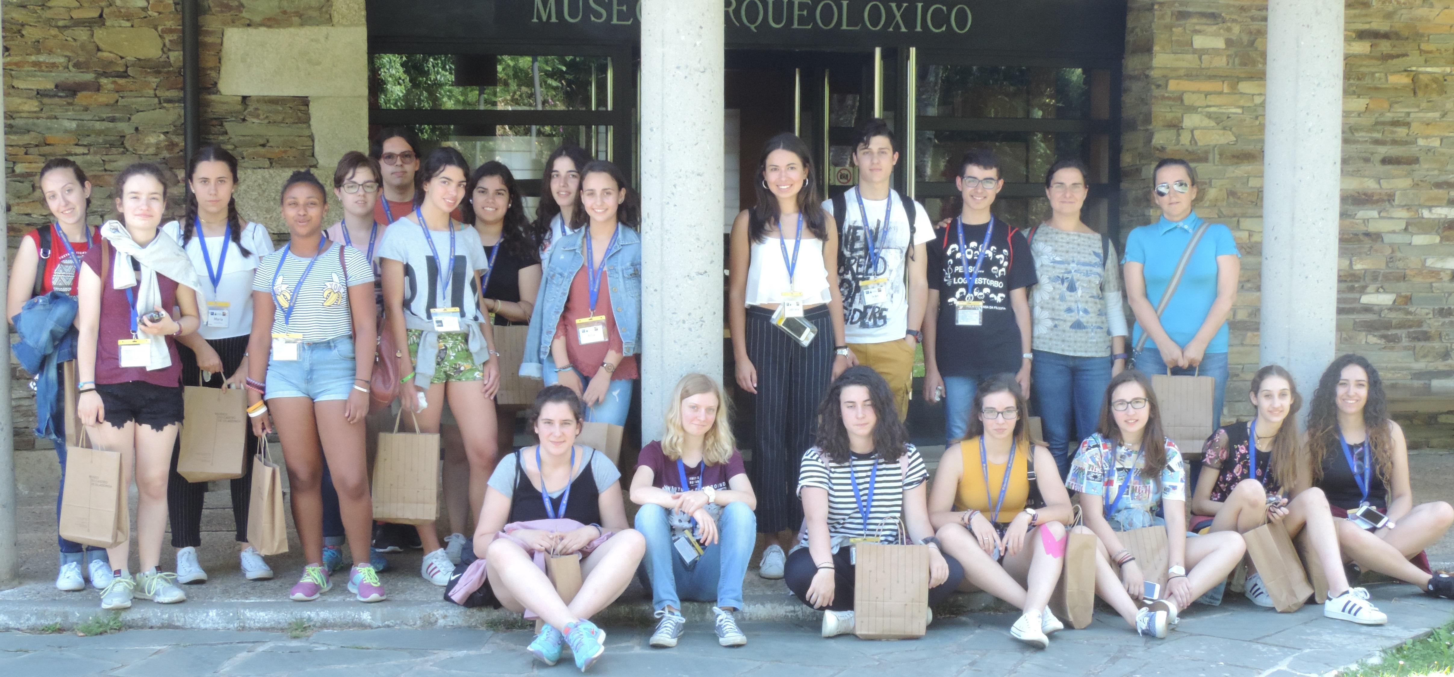 Participantes en Xuvenciencia 2017 en el Museo do Castro de Viladonga