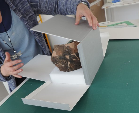 Construction of individual box and bed for ceramic